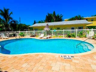 Twin Palms 5, 1 Bedroom, Ground Floor, Heated Pool, WiFi, Sleeps 4 - Sarasota vacation rentals
