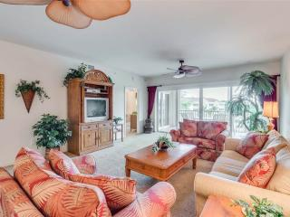 Bella Lago 143, 2 Bedrooms, Elevator, Heated Pool, Tennis, Gym, Sleeps 6 - Fort Myers Beach vacation rentals