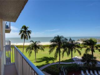 Estero Beach & Tennis 305B, 1 Bedroom, Elevator, Heated Pool, Sleeps 4 - Fort Myers Beach vacation rentals