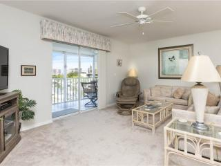 Royal Pelican 381, 2 Bedrooms, Canal View, Elevator, Heated Pool, Sleeps 6 - Fort Myers Beach vacation rentals
