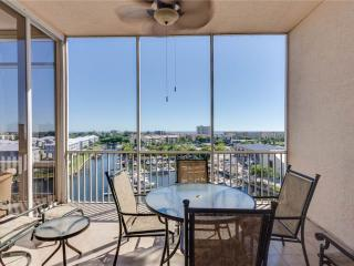 Palm Harbor 802W, 2 Bedrooms, 8th Floor, Elevator, Pool,  WiFi, Sleeps 6 - Fort Myers Beach vacation rentals