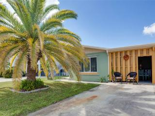Hanyo Hideaway, 2 Bedrooms, Located on Canal, Sleeps 4 - Fort Myers Beach vacation rentals