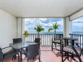 Island House Beach Club 2D, 2 Bedroom, BeachFront, Pool, Elevator, Sleeps 6 - Fort Myers Beach vacation rentals