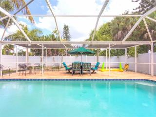 Palermo Palms, 3 Bedrooms, Private Heated Pool, Jacuzzi Tub, Sleeps 10 - Fort Myers Beach vacation rentals