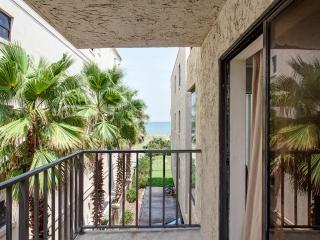 Beachcomber 301, 2 Bedrooms, Near Mayo Clinic, Pool, Sleeps 4 - Jacksonville Beach vacation rentals