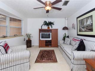 Villa Hermosa, 3 Bedrooms, Walk to Beach, Wireless Internet, Sleeps 6 - Saint Augustine vacation rentals