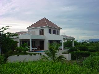 Cozy 2 bedroom Villa in Long Bay Village - Long Bay Village vacation rentals