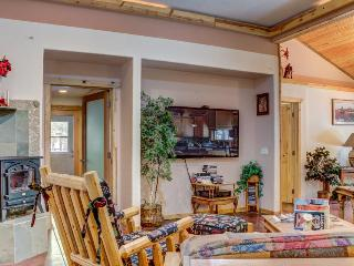 Mountain view, dog-friendly unit with a shared hot tub! - La Pine vacation rentals
