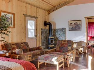 Rustic studio w/fireplace & shared hot tub in a unique lodge - La Pine vacation rentals