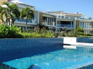 Cap Ouest: Luxury Beachfront Apt: Couples' offer - Flic En Flac vacation rentals
