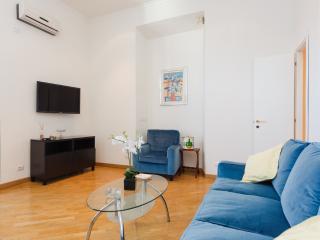 Trevi Cozy Apartment - Rome vacation rentals