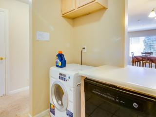 2 BD 2 BR Furnished! Balcony, Gated Entrance, Near Costco! - Redwood City vacation rentals