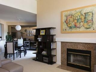 Sleek And Modern Condo With 2 Bedrooms And 2 Bathrooms In Foster City - Foster City vacation rentals
