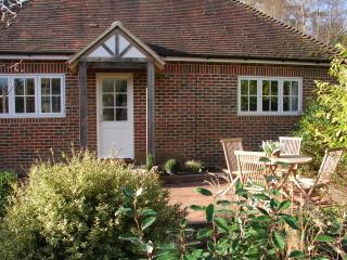 WOODPECKERS  - 1 bedroom luxury holiday cottage - Sharpthorne vacation rentals