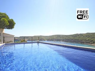 Magnificent villa with sea view and swimming pool - L'Escala vacation rentals
