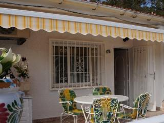 Charming 2 Bedroom Bungalow near Sea, La Mata - La Mata vacation rentals