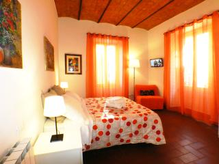 """Rome Yourself Home"" 6 people wifi  near Station - Rome vacation rentals"