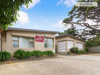 Cozy 2 bedroom Apartment in Rosebud with Parking - Rosebud vacation rentals