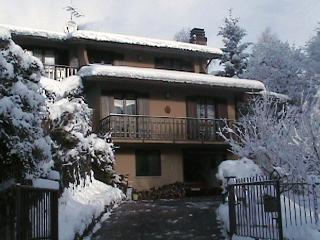 VILLA BEA - LOCAZIONE TURISTICA - Riva di Solto vacation rentals