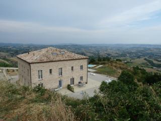 6 Persoons appartement met eigen tuin - Appignano del Tronto vacation rentals