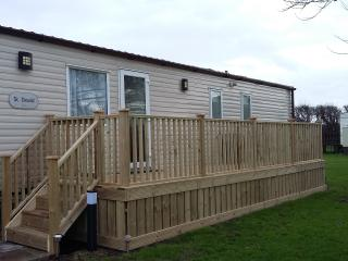 Comfortable Caravan/mobile home with Deck and Internet Access - Selsey vacation rentals