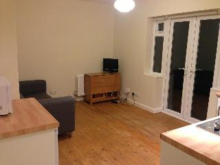 One bedroom garden flat 10 mins from town centre - Guildford vacation rentals