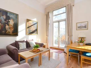 Charming Victorian flat with balcony and fireplace - London vacation rentals