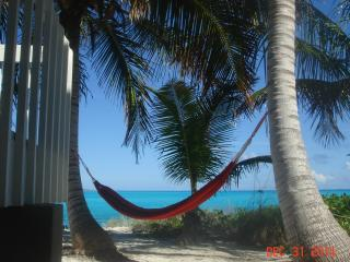 One bedroom apartment on Tar Bay Beach - George Town vacation rentals