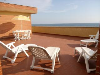 1 bedroom Penthouse with Short Breaks Allowed in Ardea - Ardea vacation rentals