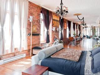 LUXURY DESIGNER LOFT IN THE HEART OF OLD MONTREAL - Montreal vacation rentals