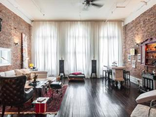 ARTSY DUPLEX LOFT 2BR SUPER CENTRAL OLD MONTREAL - Montreal vacation rentals