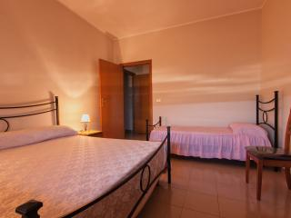 Romantic 1 bedroom Bed and Breakfast in Canicattini Bagni with A/C - Canicattini Bagni vacation rentals