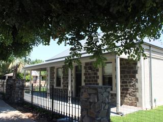 3 bedroom Bed and Breakfast with Internet Access in Tanunda - Tanunda vacation rentals