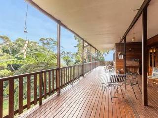 Very Large up-Market Timberhaus - Kuranda vacation rentals