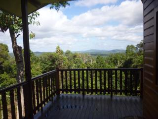 Very Large up-Market Timberhaus - Kuranda vacation rentals