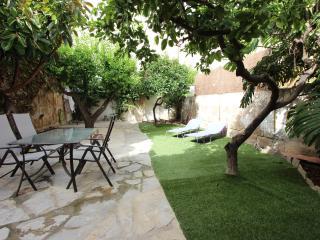 APARTMENT WITH GARDEN IN SANTA CATALINA. R. 00013 - Palma de Mallorca vacation rentals