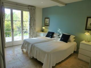Cottage apartment on secluded domaine in Var - Villecroze vacation rentals