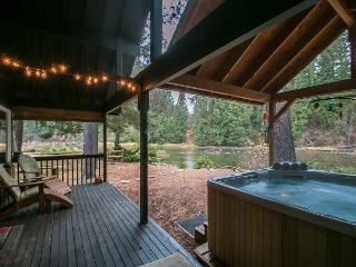"""Serendipity"" awaits you on the Wenatchee River, Private Hot Tub and Wi-Fi - Plain vacation rentals"