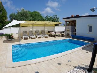 Holiday apartment with private swimming pool - Pula vacation rentals