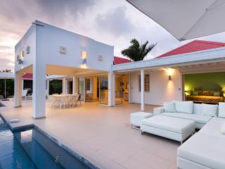 Contemporary an sleek - Terres Basses vacation rentals