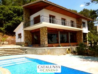 Traditional 5-bedroom Catalan villa in Sant Feliu, just a short drive from the beaches and Barcelona - Castellar del Valles vacation rentals