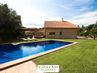 Glorious villa in Bellaterra for 14 guests, located right outside Barcelona - Barcelona vacation rentals