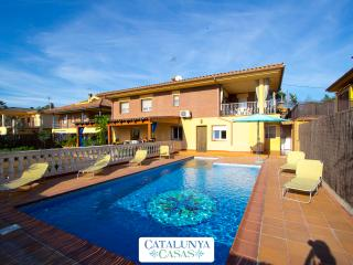 Villa Jardin de Sils, next to a PGA golf course in the heart of Costa Brava - Riudarenas vacation rentals