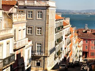 Lapa Chic Apartment by be@home - Lisbon vacation rentals