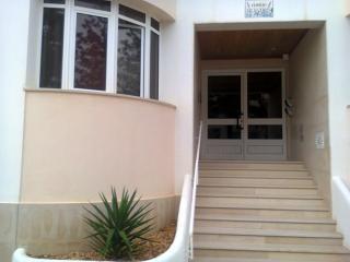 Alugo quarto a 50 mts. da praia - Armação de Pêra vacation rentals