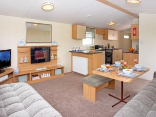 Comfortable Caravan/mobile home with Internet Access and Tennis Court - Lytchett Minster vacation rentals