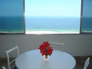 Apartamento vista panorâmica do mar Copacabana - Rio de Janeiro vacation rentals