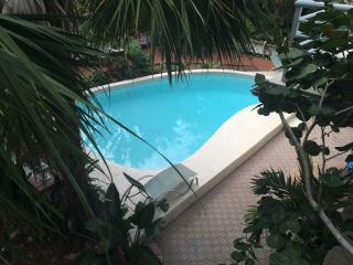 Treasure Island Beach view Florida Apt Sleeps 2 - Treasure Island vacation rentals