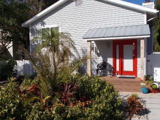 * Cozy Beach House * Look No Further * - Crystal Beach vacation rentals