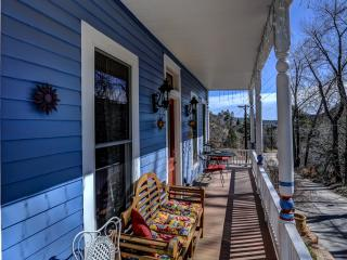 Victorian Beauty by the trails - Manitou Springs vacation rentals